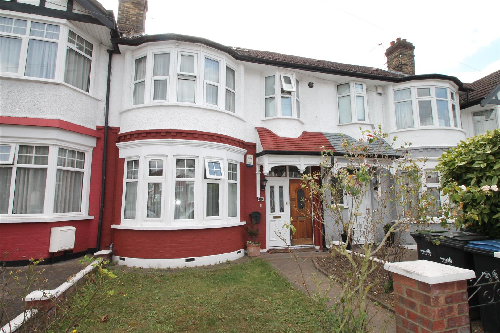 2 Bedrooms Flat for sale in Hamilton Crescent, Palmers Green, London N13